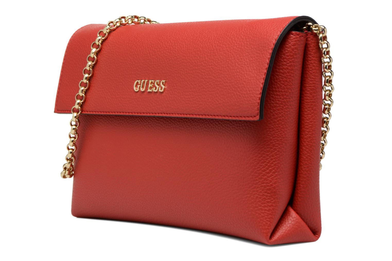 Sacs pochettes Guess TULIP Envelope clutch Rouge vue portées chaussures
