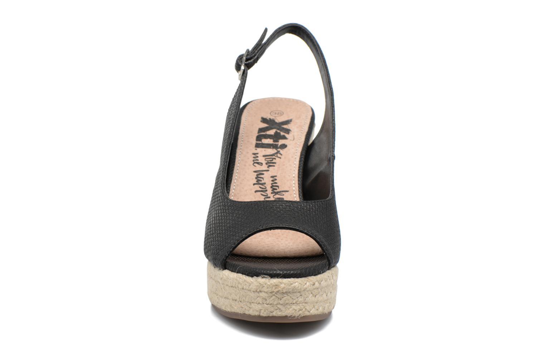 Sandales et nu-pieds Xti Mawa 46730 Noir vue portées chaussures