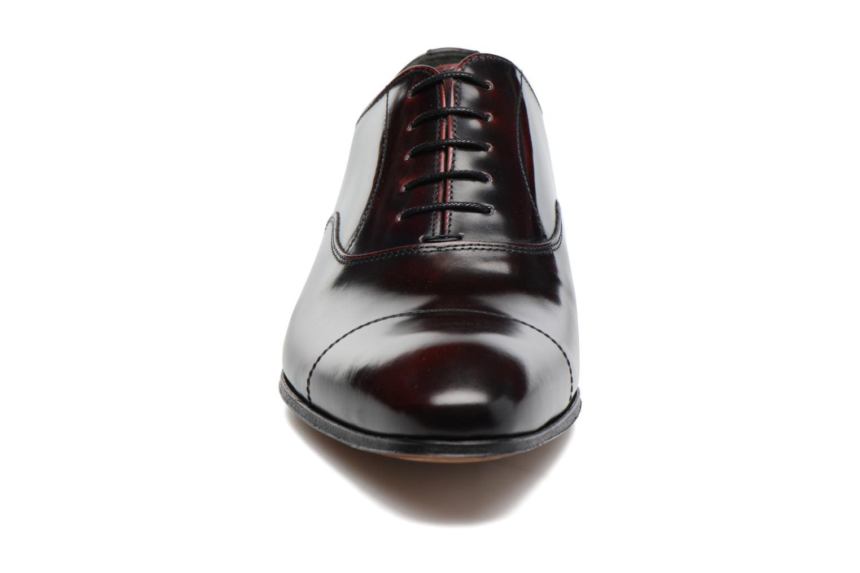 Snörade skor Marvin&Co Luxe Parado Vinröd bild av skorna på