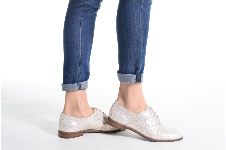 Chaussures à lacets Dorking Raquel 7090 Beige vue bas / vue portée sac