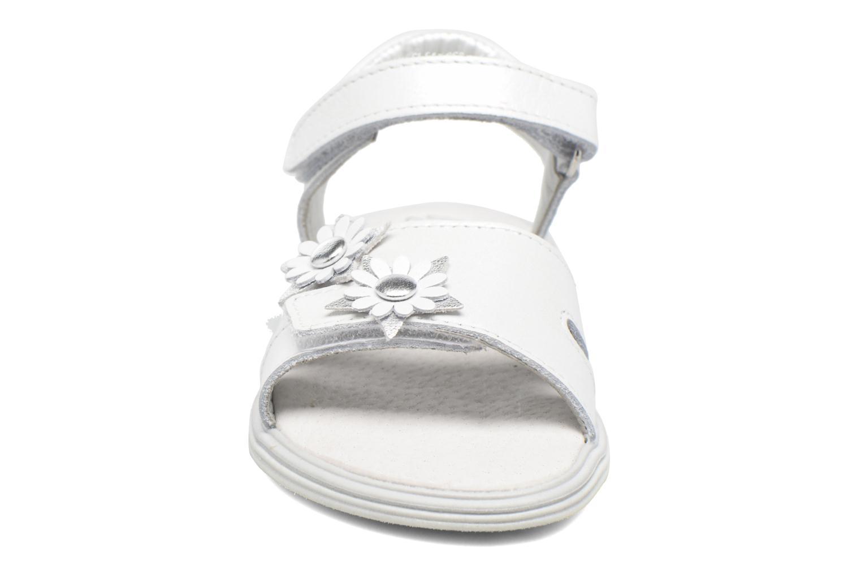Sandalen Bopy Elisco weiß schuhe getragen