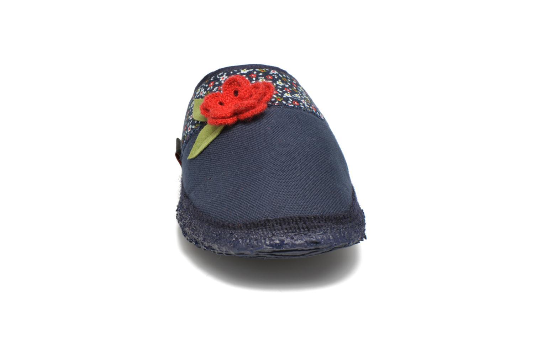 Chaussons Giesswein Plückuff Bleu vue portées chaussures