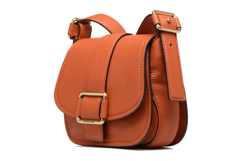 Bolsos de mano Michael Michael Kors MAXINE MD SADDLE BAG Naranja vista del modelo