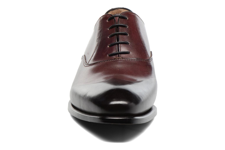 Snörade skor Marvin&Co Luxe Dagenham Vinröd bild av skorna på