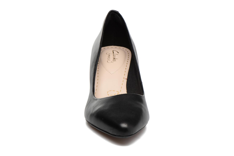 Escarpins Clarks Isidora Faye Noir vue portées chaussures