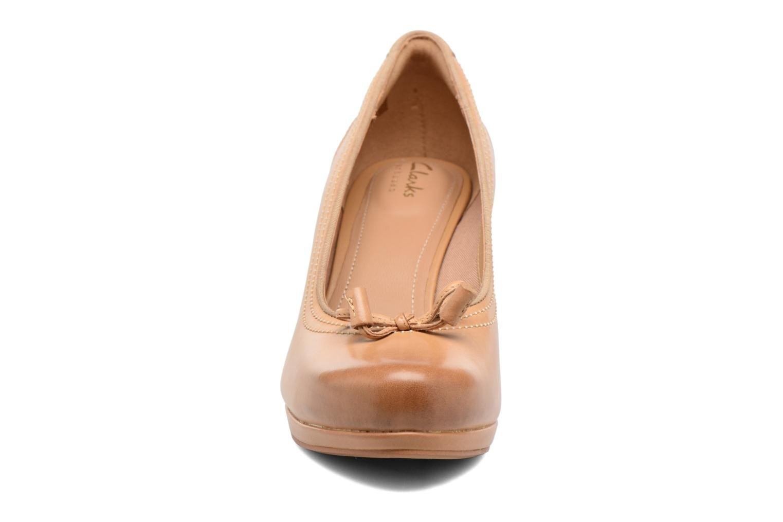 Escarpins Clarks Chorus Bombay Marron vue portées chaussures