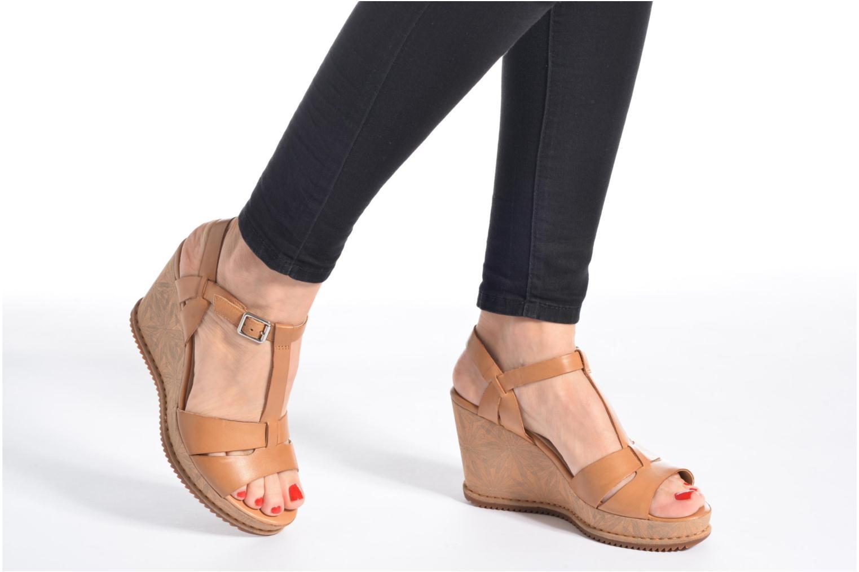 Sandales et nu-pieds Clarks Adesha River Blanc vue bas / vue portée sac