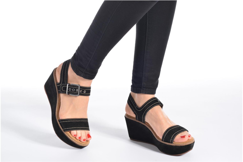 Sandales et nu-pieds Clarks Aisley Orchid Noir vue bas / vue portée sac