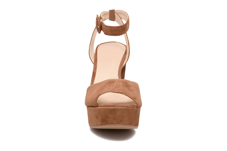 Sandali e scarpe aperte Unisa Venta Marrone modello indossato