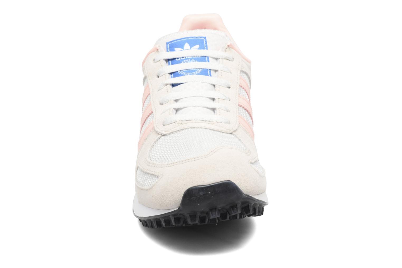 Baskets Adidas Originals La Trainer J Beige vue portées chaussures