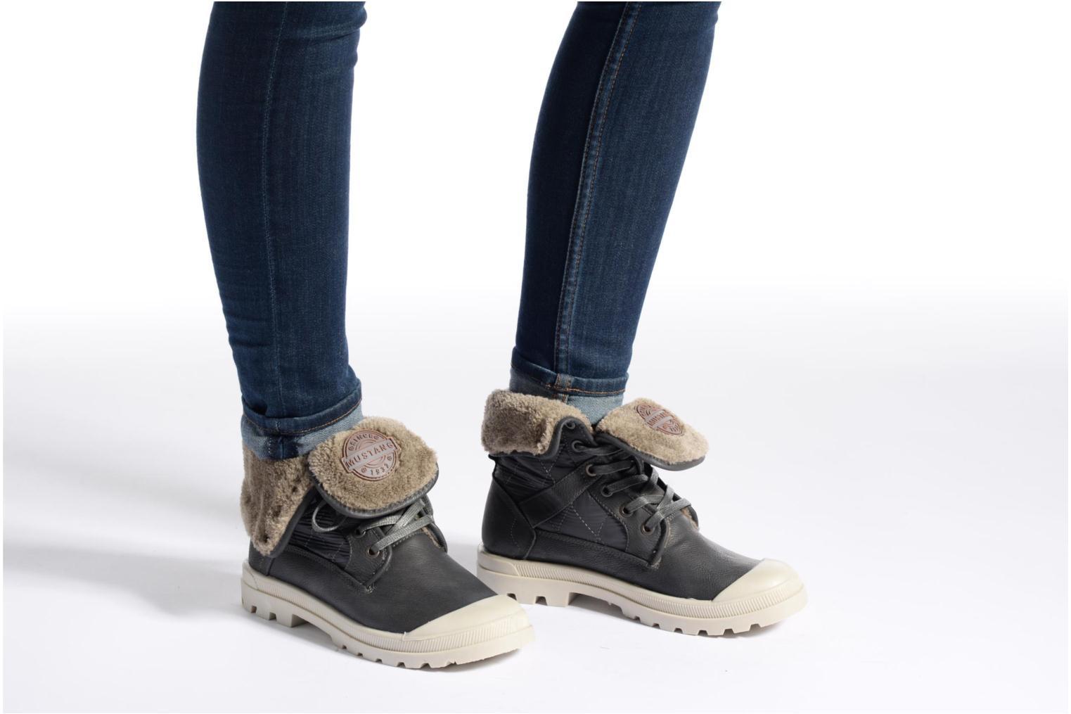 Bottines et boots Mustang shoes Amalia Gris vue bas / vue portée sac
