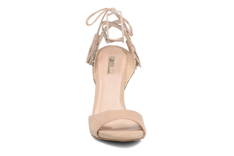 Sandali e scarpe aperte Guess Amee Beige modello indossato