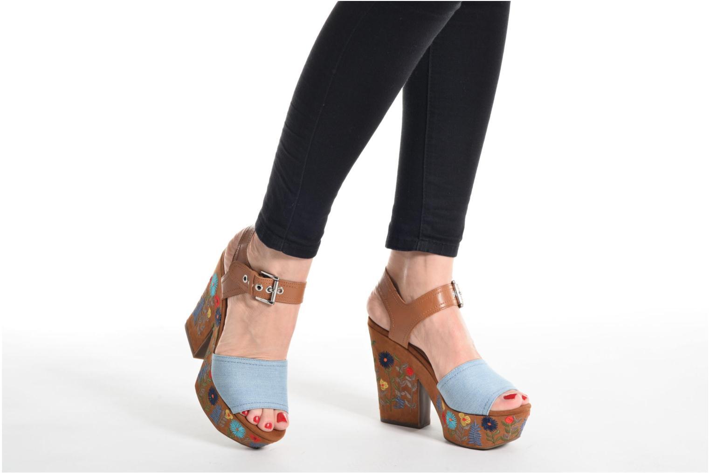 Sandali e scarpe aperte Guess Caralin2 Nero immagine dal basso