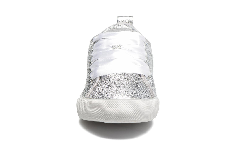 Sneakers Guess Jolie Argento modello indossato