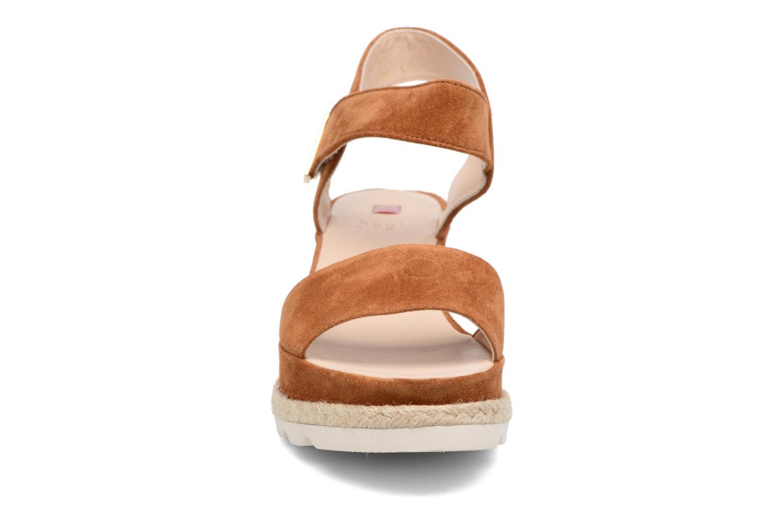 Sandali e scarpe aperte HÖGL Maja Marrone modello indossato