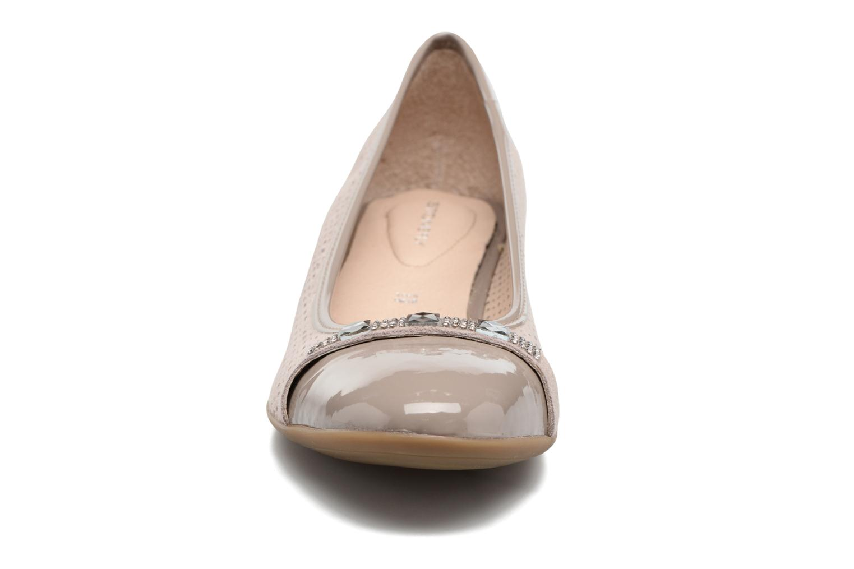 Ballerines Stonefly Maggie II Beige vue portées chaussures