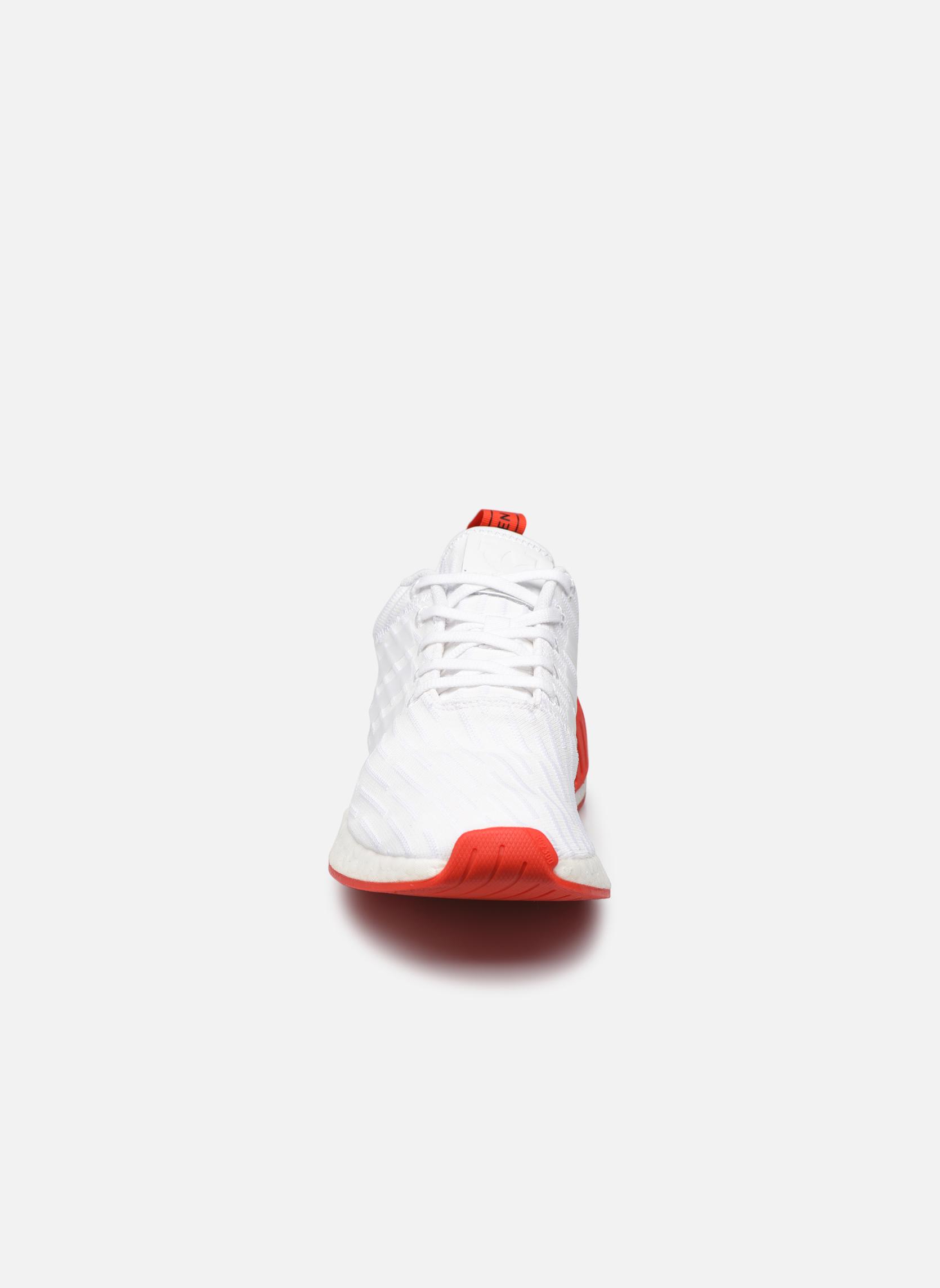 Sneakers Adidas Originals Nmd_R2 Pk Bianco modello indossato
