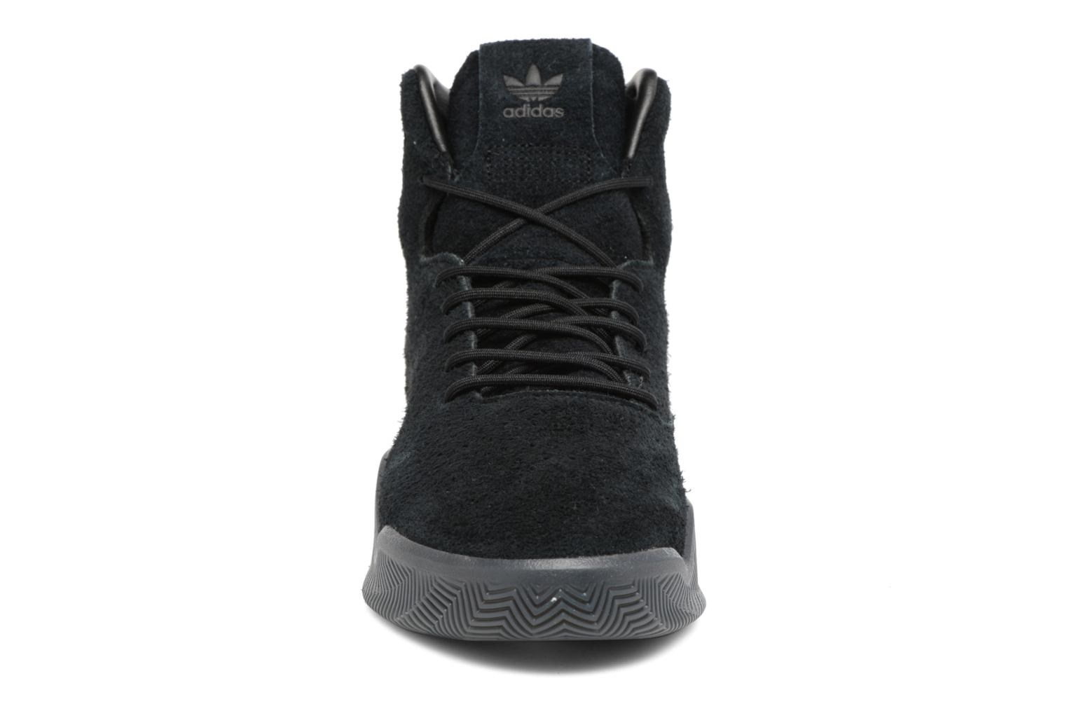 Sneakers Adidas Originals Tubular Instinct Nero modello indossato