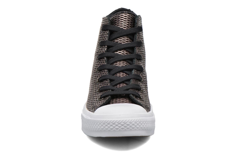 Baskets Converse Chuck Taylor All Star II Hi Perf Metallic Leather Noir vue portées chaussures