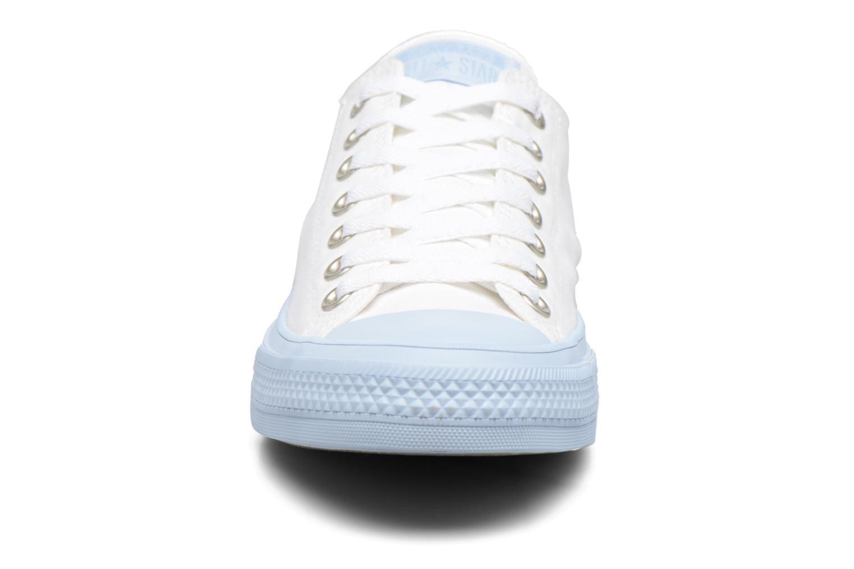 Baskets Converse Chuck Taylor All Star II Ox Pastel Midsoles W Blanc vue portées chaussures