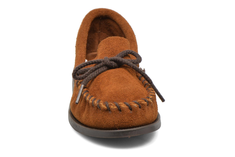 Mocassins Minnetonka Unbeaded Classic Moc Marron vue portées chaussures
