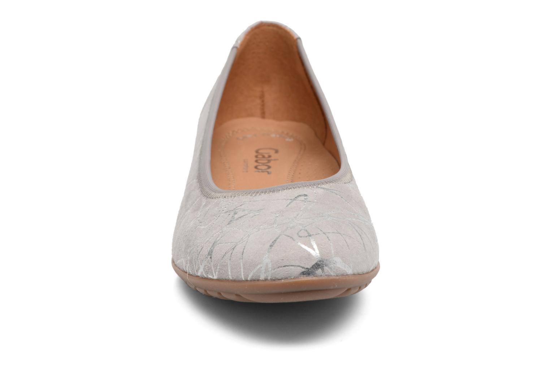 Ballerines Gabor Florenz 4 Gris vue portées chaussures
