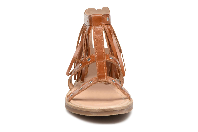 Sandales et nu-pieds Yep Maude (1370) Marron vue portées chaussures