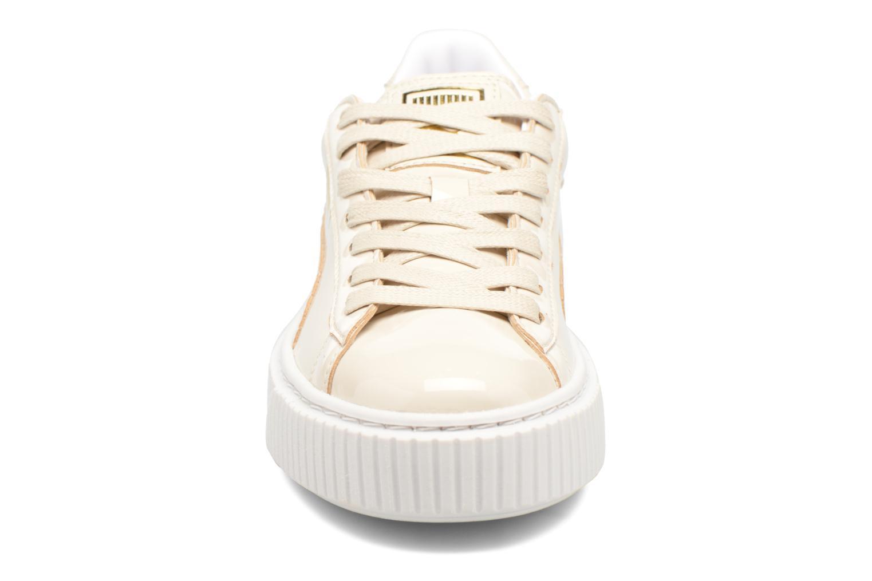 Baskets Puma Wns Basket Platform Patent Blanc vue portées chaussures