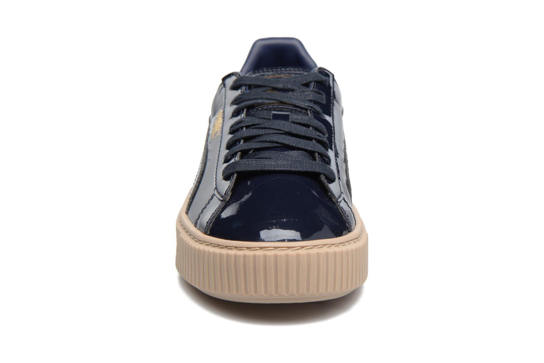 Baskets Puma Wns Basket Platform Patent Bleu vue portées chaussures