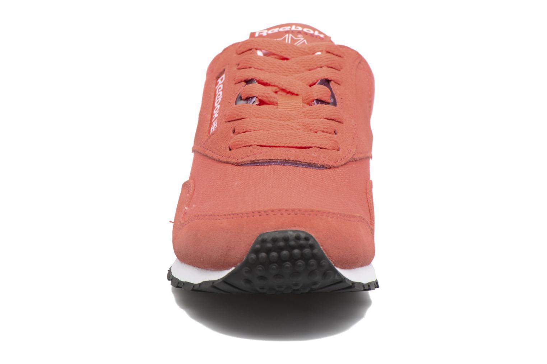 Baskets Reebok Cl Nylon Slim Hv Rouge vue portées chaussures