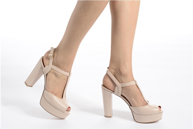 Sandales et nu-pieds What For Dahlia Beige vue bas / vue portée sac