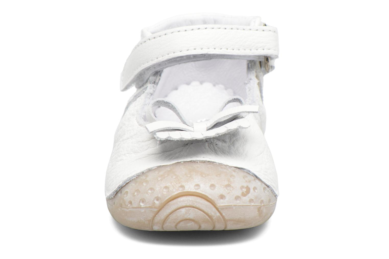 Chaussons Babybotte Zelina Blanc vue portées chaussures