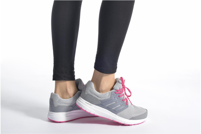 Sportschuhe Adidas Performance galaxy 3.1 w grau ansicht von unten / tasche getragen