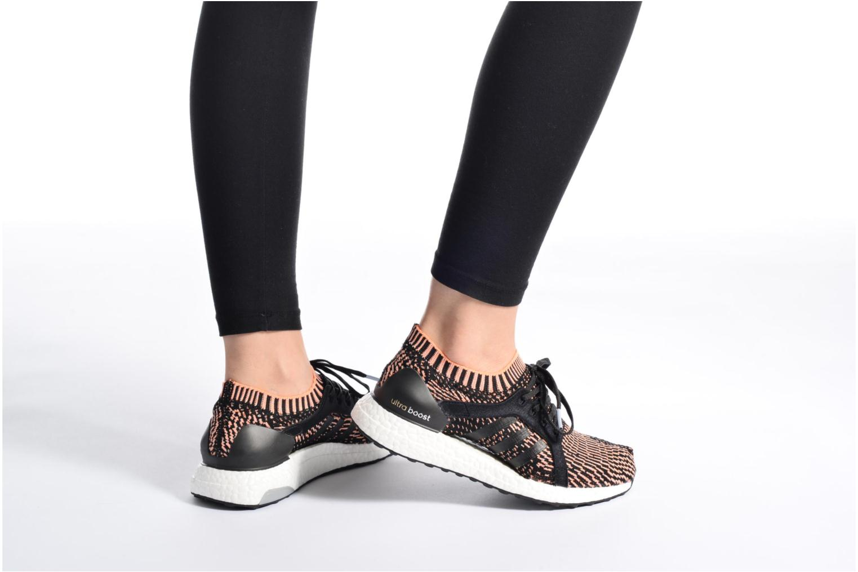 Chaussures de sport Adidas Performance UltraBOOST X Marron vue bas / vue portée sac
