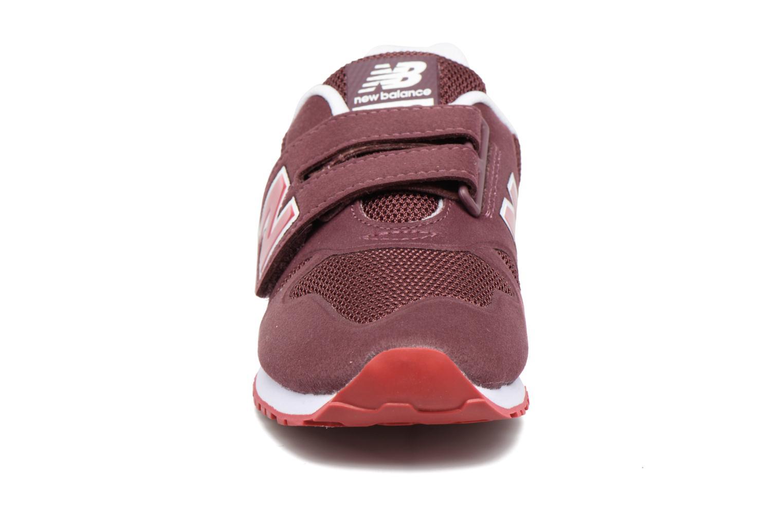 Baskets New Balance KA373 J Bordeaux vue portées chaussures