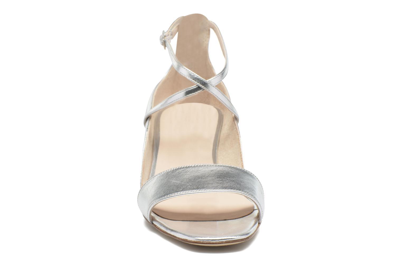 Sandales et nu-pieds L.K. Bennett Dina Argent vue portées chaussures