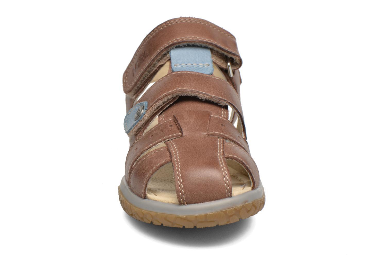 Sandales et nu-pieds Noël Tyler Marron vue portées chaussures