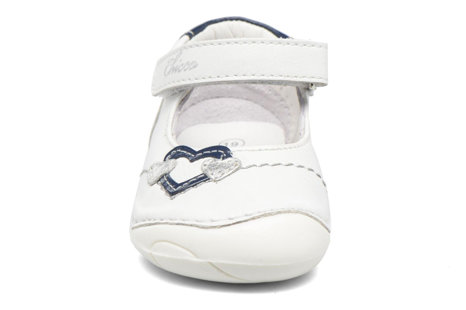 Ballerines Chicco Daria Blanc vue portées chaussures