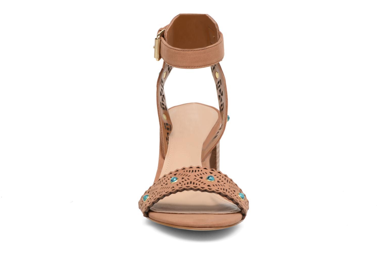 Sandales et nu-pieds Guess NADDA Marron vue portées chaussures