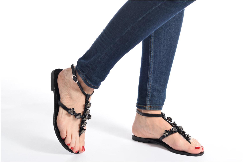 Sandales et nu-pieds Guess LESLIE Noir vue bas / vue portée sac