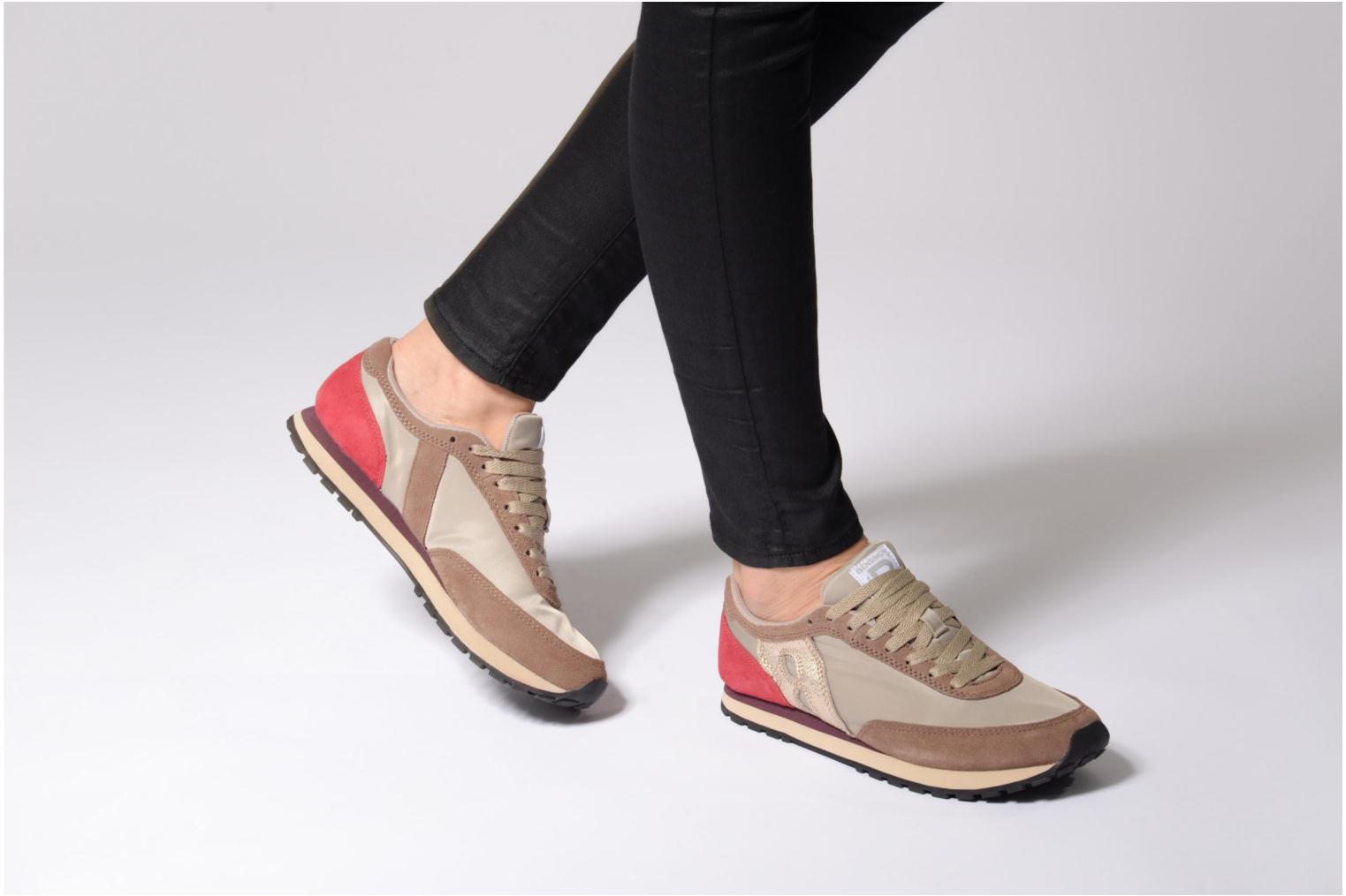 Trainers Bensimon Runnings Beige view from underneath / model view