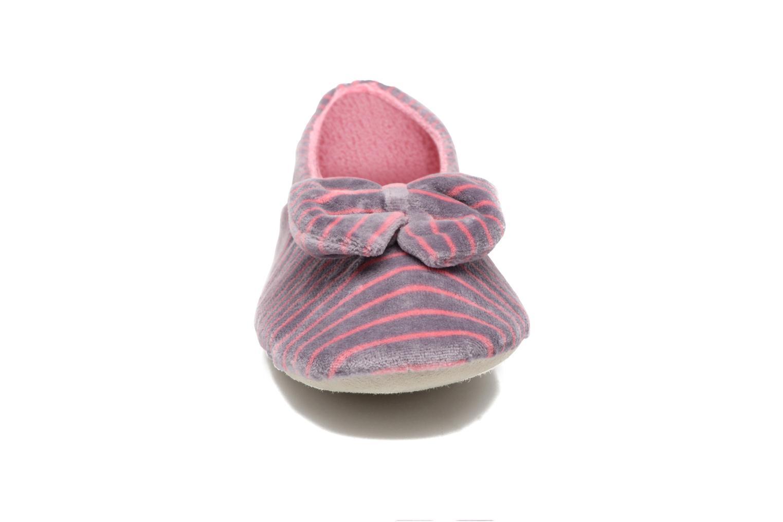 Chaussons Isotoner Ballerine velours imprimé grand nœud Rose vue portées chaussures