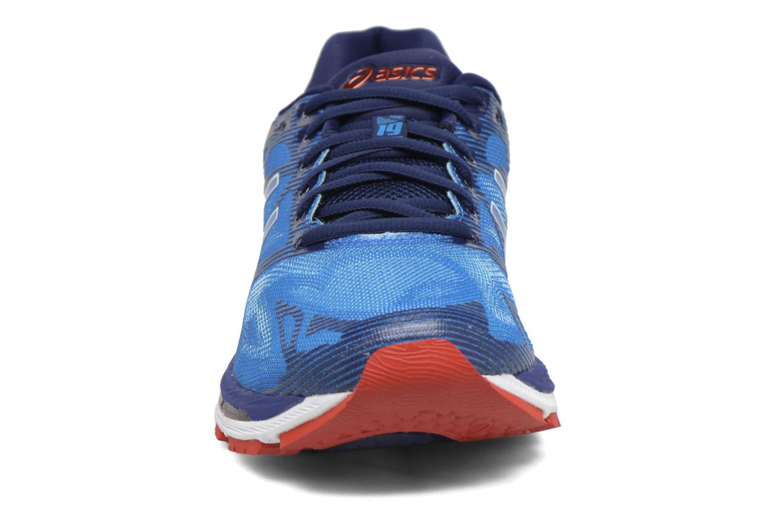 Chaussures de sport Asics Gel-Nimbus 19 Bleu vue portées chaussures