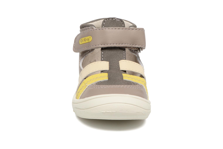 Sandales et nu-pieds Kickers Zohan Gris vue portées chaussures