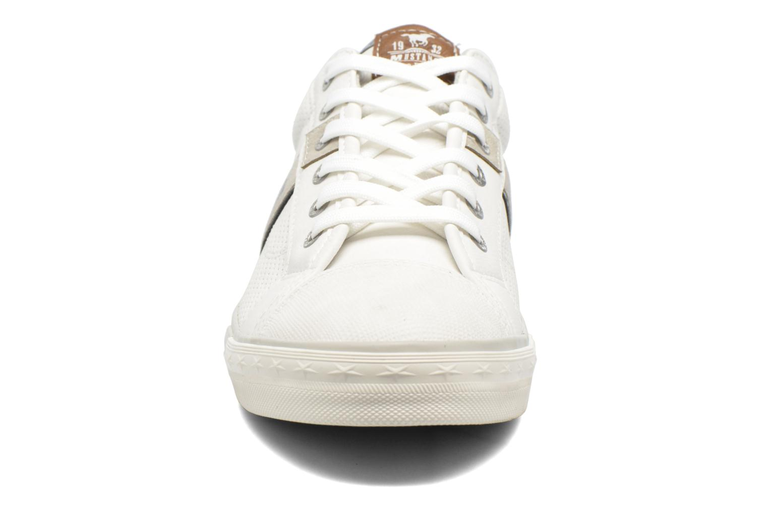 Sneakers Mustang shoes Ralf Bianco modello indossato