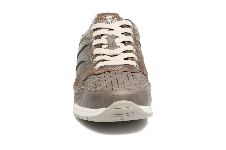 Baskets Mustang shoes Klaus Gris vue portées chaussures