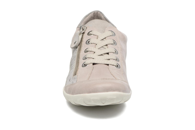 Sneakers Remonte Bora R3419 Grigio modello indossato