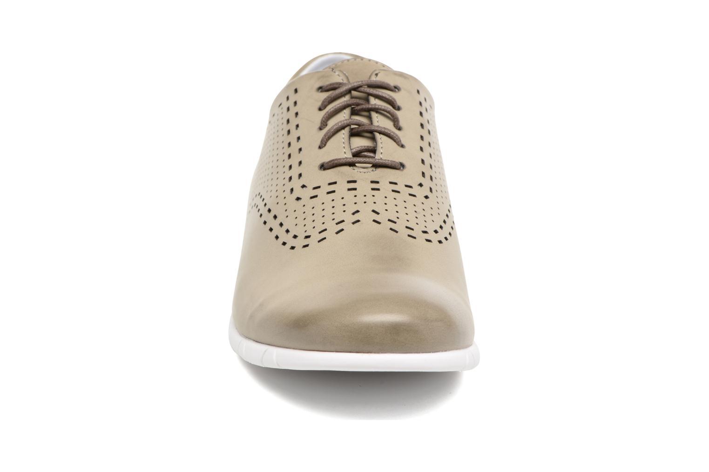 Chaussures à lacets Kickers Becki Gris vue portées chaussures