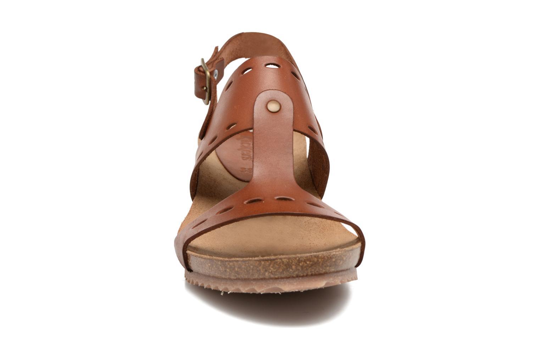 Sandales et nu-pieds Kickers Tokali Marron vue portées chaussures