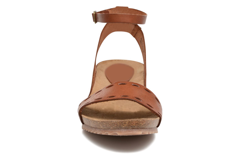 Sandales et nu-pieds Kickers Tokrom Marron vue portées chaussures